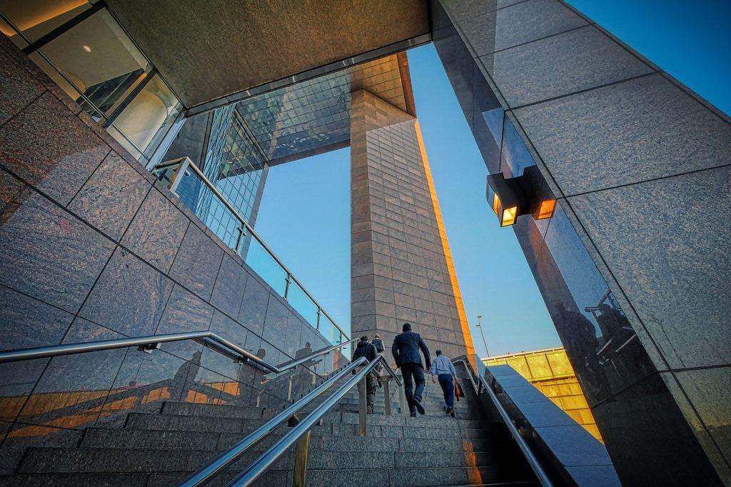 Stairs Building Businessmen  - fietzfotos / Pixabay